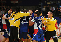 Handball EM Herren 2010 Finale Frankreich - Kroatien 31.01.2010 Die franzoesische Mannschaft jubelt ueber den Gewinn des EM Titels; Nikola Karabatic (links) und Thierry Omeyer (rechts)