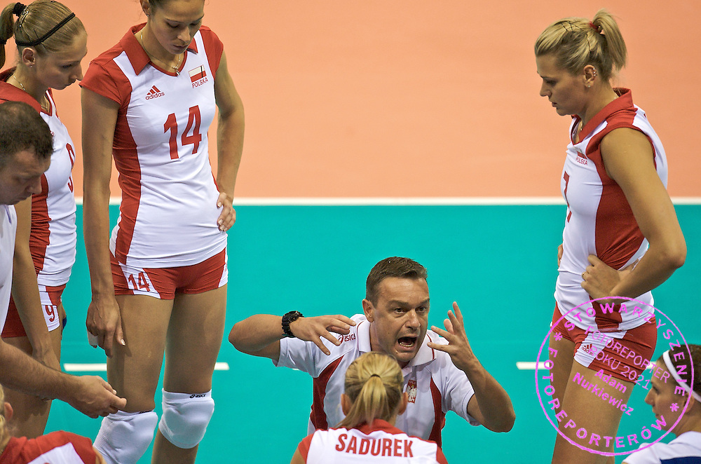 TRAINER MARCO BONITTA (POLAND) VOLLEYBALL WITH HIS TEAM DURING TIME BREAK DURING VOLLEYBALL MATCH BETWEEN POLAND AND CUBA DURING THE BEIJING 2008 SUMMMER OLYMPICS GAMES IN BEIJING, CHINA.. .CHINA , BEIJING , AUGUST 9, 2008..( PHOTO BY ADAM NURKIEWICZ / MEDIASPORT )..PICTURE ALSO AVAIBLE IN RAW OR TIFF FORMAT ON SPECIAL REQUEST.