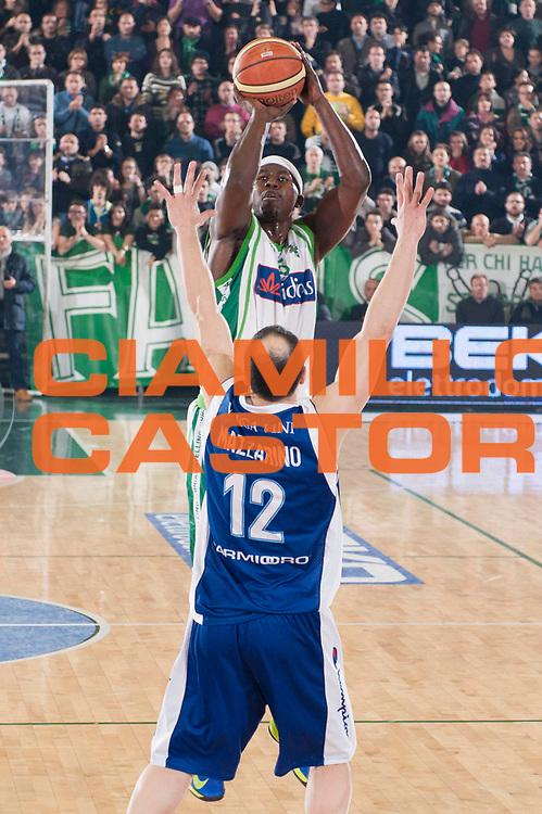 DESCRIZIONE : Avellino Lega A 2012-13 Sidigas Avellino Pallacanestro Cantu<br /> GIOCATORE : Brandon Brown<br /> SQUADRA : Sidigas Avellino<br /> EVENTO : Campionato Lega A 2012-2013<br /> GARA : Sidigas Avellino Pallacanestro Cantu<br /> DATA : 3/03/2013<br /> CATEGORIA : Tiro<br /> SPORT : Pallacanestro<br /> AUTORE : Agenzia Ciamillo-Castoria/G.Buco<br /> Galleria : Lega Basket A 2012-2013<br /> Fotonotizia : Avellino Lega A 2012-13 Sidigas Avellino Pallacanestro Cantu<br /> Predefinita :