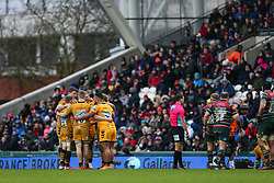 Wasps players huddle during a break in play - Mandatory by-line: Arron Gent/JMP - 15/02/2020 - RUGBY - Welford Road Stadium - Leicester, England - Leicester Tigers v Wasps - Gallagher Premiership Rugby