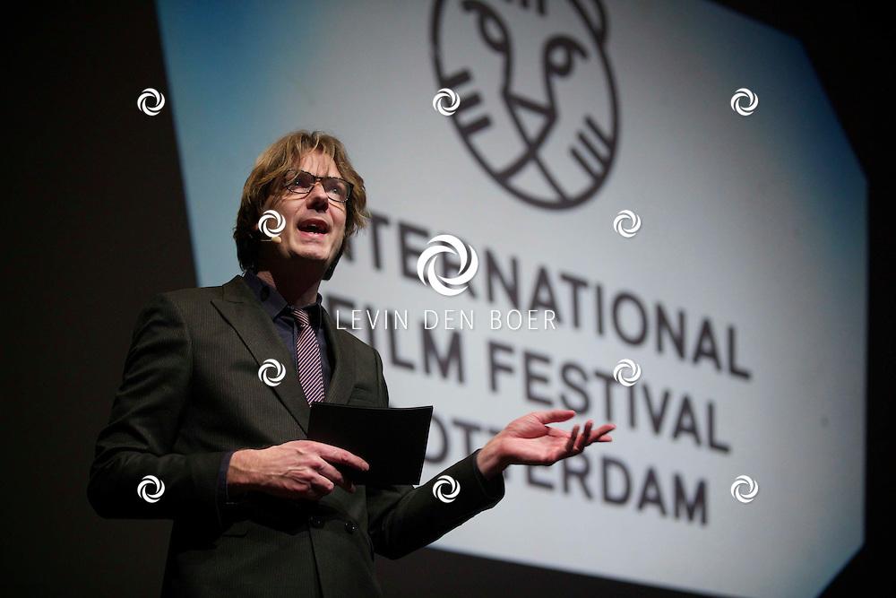ROTTERDAM - In Theater De Goede Doelen is de 44ste International Film Festival Rotterdam geopend. Diversen genodigden en internationale sterren waren hierbij aanwezig. Met hier op de foto  Directeur Rutger Wolfson. FOTO LEVIN DEN BOER - PERSFOTO.NU