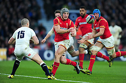 Jonathan Davies of Wales passes the ball - Mandatory byline: Patrick Khachfe/JMP - 07966 386802 - 12/03/2016 - RUGBY UNION - Twickenham Stadium - London, England - England v Wales - RBS Six Nations.
