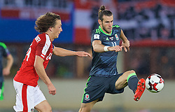 VIENNA, AUSTRIA - Thursday, October 6, 2016: Wales' Gareth Bale in action against Austria during the 2018 FIFA World Cup Qualifying Group D match at the Ernst-Happel-Stadion. (Pic by David Rawcliffe/Propaganda)