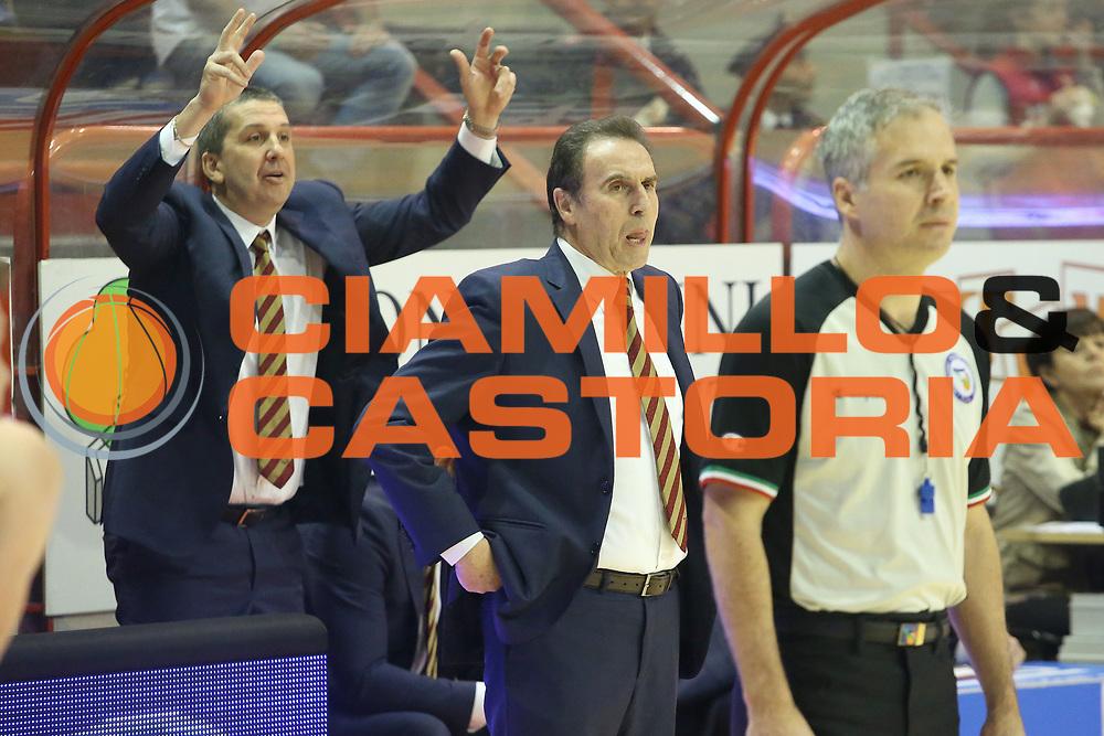 DESCRIZIONE : Campionato 2014/15 Giorgio Tesi Group Pistoia - Umana Reyer Venezia<br /> GIOCATORE : Recalcati Charlie<br /> CATEGORIA : Allenatore Coach Curiosit&agrave;<br /> SQUADRA : Umana Reyer Venezia<br /> EVENTO : LegaBasket Serie A Beko 2014/2015<br /> GARA : Giorgio Tesi Group Pistoia - Umana Reyer Venezia<br /> DATA : 14/03/2015<br /> SPORT : Pallacanestro <br /> AUTORE : Agenzia Ciamillo-Castoria/S.D'Errico<br /> Galleria : LegaBasket Serie A Beko 2014/2015<br /> Fotonotizia : Campionato 2014/15 Giorgio Tesi Group Pistoia - Umana Reyer Venezia<br /> Predefinita :