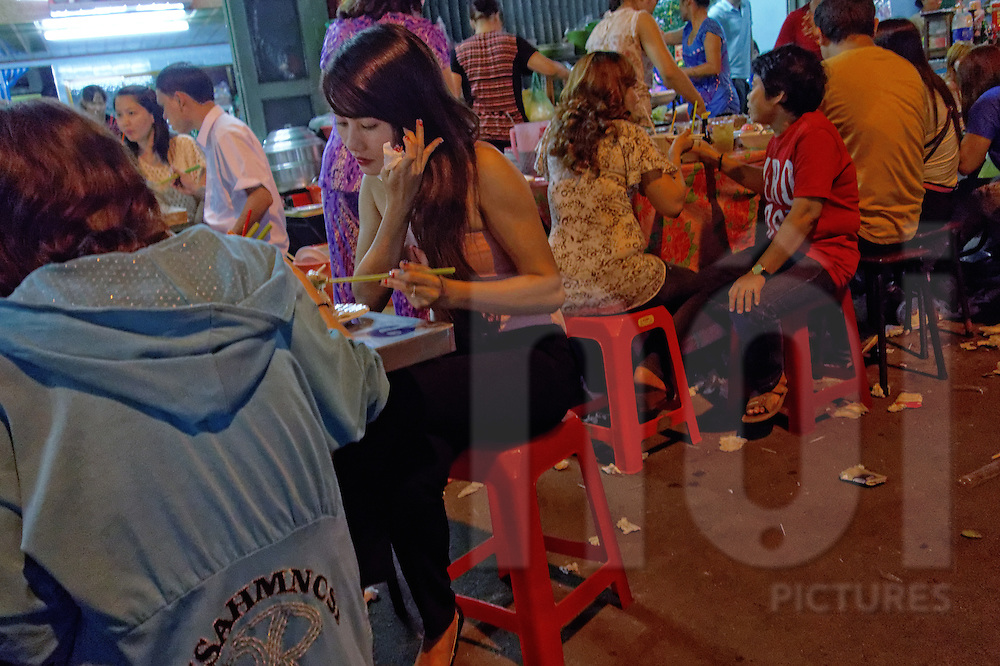 Street food at night in Cholon, Ho Chi Minh City, Vietnam, Southeast Asia