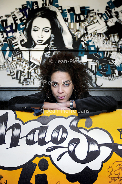 Nederland, Amsterdam , 10 februari 2010..Mildred Roethof is programma- en documentairemaakster. Na een tijd gewerkt te hebben voor commerciële televisieprogramma's wilde ze zich meer gaan beziggehouden met maatschappelijke thema's. Voor AT5 en de NPS maakte ze de reportage-series Kort Amsterdams en Vals Plat. Ze reisde naar Zuid-Afrika om de documentaire Aids Avenue op te nemen waarin ze zich richt op aids, armoede en geweld in de township Khayelitshain Kaapstad. Voor de KRO maakte ze de aflevering Alles voor de bal (3Doc) waarin ze drie voetballers op gevoelige en persoonlijke wijze portretteerde wat in de sportjournalistiek zeer ongebruikelijk is. Haar nieuwste documentaire die ze eveneens voor de KRO maakte, is Sex Sells waarin ze Nederlandse jongeren uit de stad en van het platteland interviewt over hoe zij aankijken tegen seksualiteit..Foto:Jean-Pierre Jans