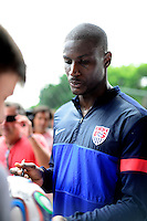 Football Fifa Brazil 2014 World Cup Matchs  / <br /> USA - MEN´S NATIONAL TEAM - BRAZIL TRAINING CAMP -<br /> ( January 2014 - Barra Funda Sao Paulo FC Training Center - Sao Paulo , Brazil ) <br /> Barra Funda Sao Paulo FC Training Center , Bill Hamid of Usa signing autographs