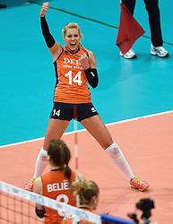 03-10-2015 NED: Volleyball European Championship Semi Final Nederland - Turkije, Rotterdam<br /> Nederland verslaat Turkije in de halve finale met ruime cijfers 3-0 / Team Nederland plaatst zich voor de finale met Laura Dijkema #14