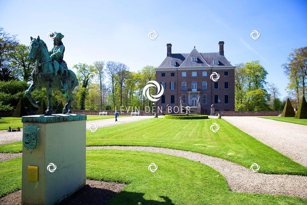 AMERONGEN - Kasteel Amerongen. Sinds 1286. Springlevend, voorbeeldig gerestaureerd en gastvrij. Van 2002 tot 2011 vond een grondige restauratie plaats van gebouwen, interieur en collectie. Met steun van het ministerie van OC&W, de Provincie Utrecht, VSB Fonds, Bankgiroloterij, SNS Reaalfonds en Prins Bernhard Cultuurfonds. FOTO LEVIN DEN BOER - PERSFOTO.NU