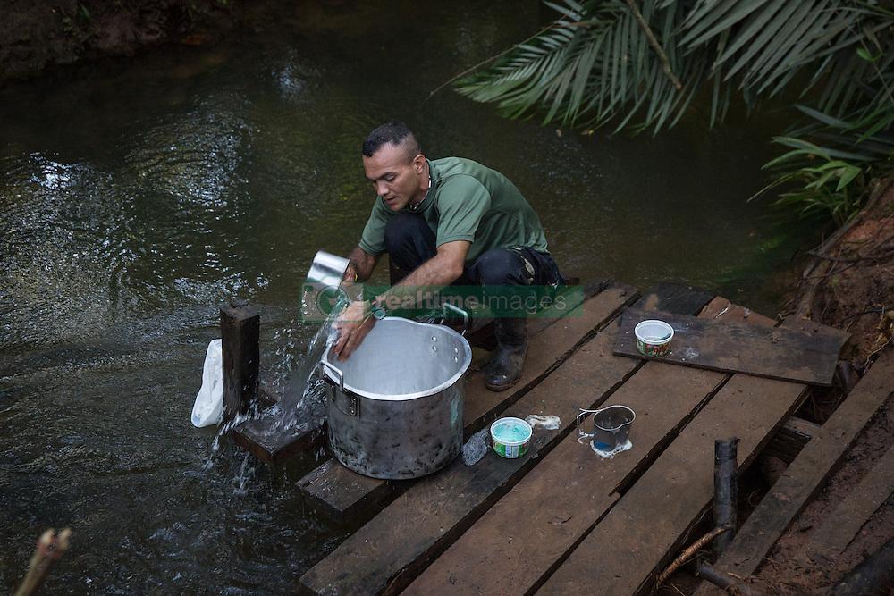 El Diamante, Meta, Colombia - 16.09.2016        <br /> <br /> A small river serves as a bath and washing area. 10th conference of the marxist FARC-EP in El Diamante, a Guerilla controlled area in the Colombian district Meta. Few days ahead of the peace contract passing after 52 years of war with the Colombian Governement wants the FARC decide on the 7-days long conferce their transformation into a unarmed political organization. <br /> <br /> Ein kleiner Fluss dient als Bad und Waschbereich. Zehnte Konferenz der marxistischen FARC-EP in El Diamante, einem von der Guerilla kontrollierten Gebiet im kolumbianischen Region Meta. Wenige Tage vor der geplanten Verabschiedung eines Friedensvertrags nach 52 Jahren Krieg mit der kolumbianischen Regierung will die FARC auf ihrer sieben taegigen Konferenz die Umwandlung in eine unbewaffneten politischen Organisation beschlieflen. <br />  <br /> Photo: Bjoern Kietzmann