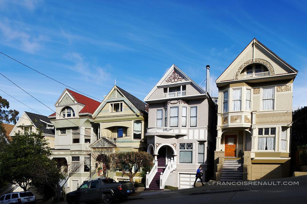 Lyon Street, San Francisco. La maison qui appartint à Janis Joplin jusqu'à sa mort en 1970.(la maison grise)<br /> <br /> Lyon Street, San Francisco. The house that belonged to Janis Joplin until his death in 1970. (The grey House)