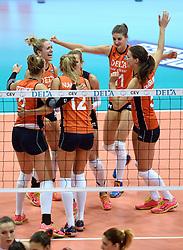 03-10-2015 NED: Volleyball European Championship Semi Final Nederland - Turkije, Rotterdam<br /> Nederland verslaat Turkije in de halve finale met ruime cijfers 3-0 / Maret Balkestein-Grothues #6, Anne Buijs #11, Robin de Kruijf #5