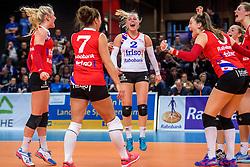 19-02-2017 NED: Bekerfinale Sliedrecht Sport - VC Sneek, Zwolle<br /> In een uitverkochte Landstede Topsporthal wint Sneek met 3-1 van Sliedrecht Sport / Janieke Popma #2 of Sneek