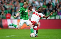 FUSSBALL   1. BUNDESLIGA   SAISON 2012/2013   4. SPIELTAG SV Werder Bremen - VfB Stuttgart                         23.09.2012        Kevin De Bruyne (li, SV Werder Bremen) gegen Cacau (re, VfB Stuttgart)
