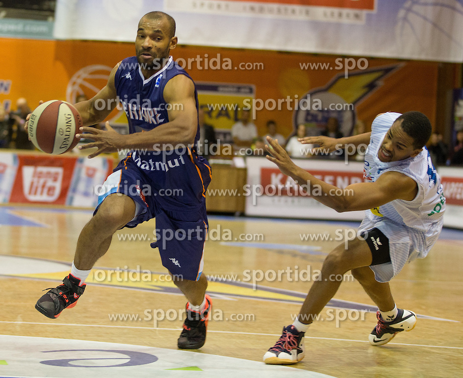18.11.2015, Walfersamhalle, Kapfenberg, AUT, FIBA Europe Cup, ece Bulls Kapfenberg vs Le Havre, im Bild Willie Deane (Le Havre), Joey Shaw (Bulls Kapfenberg) // during the FIBA Europe Cup, between ece Bulls Kapfenberg and Le Havre at the Sportscenter Walfersam, Kapfenberg, Austria on 2015/11/18, EXPA Pictures © 2015, PhotoCredit: EXPA/ Dominik Angerer