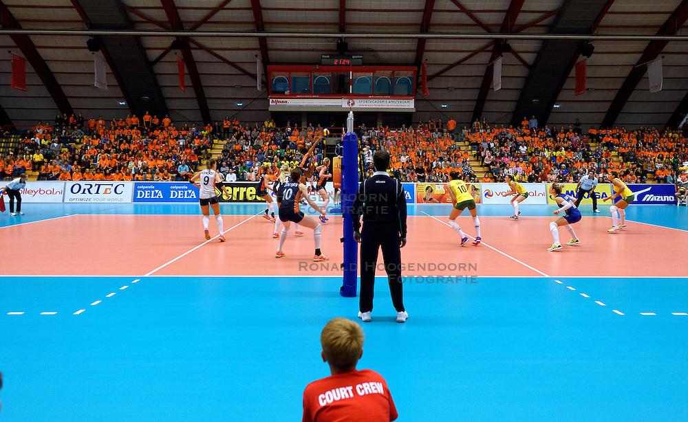 16-09-2015 NED: Oefeninterland Nederland - Brazilie, Amsterdam<br /> Brazilie wint vrij eenvoudig met 3-0 van Nederland / zaal sporthallen zuid