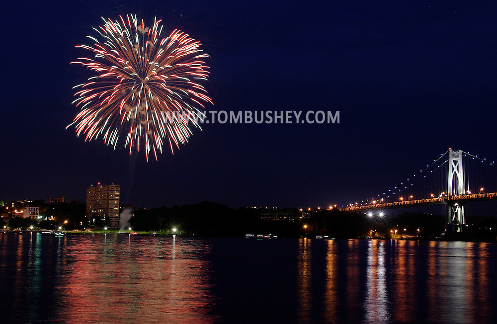 Highland, N.Y. - Fireworks burst above the Hudson River as part of the Mid-Hudson Hot Air Balloon Festival in Poughkeepsie, N.Y., on July 8, 2006. The Mid-Hudson Bridge between Highland and Poughkeepsie is at right. © Tom Bushey