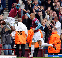 Photo: Daniel Hambury.<br />West Ham United v Manchester City. The Barclays Premiership. 15/04/2006.<br />West Ham's Shaun Newton (L) celebrates his goal with Bobby Zamora.