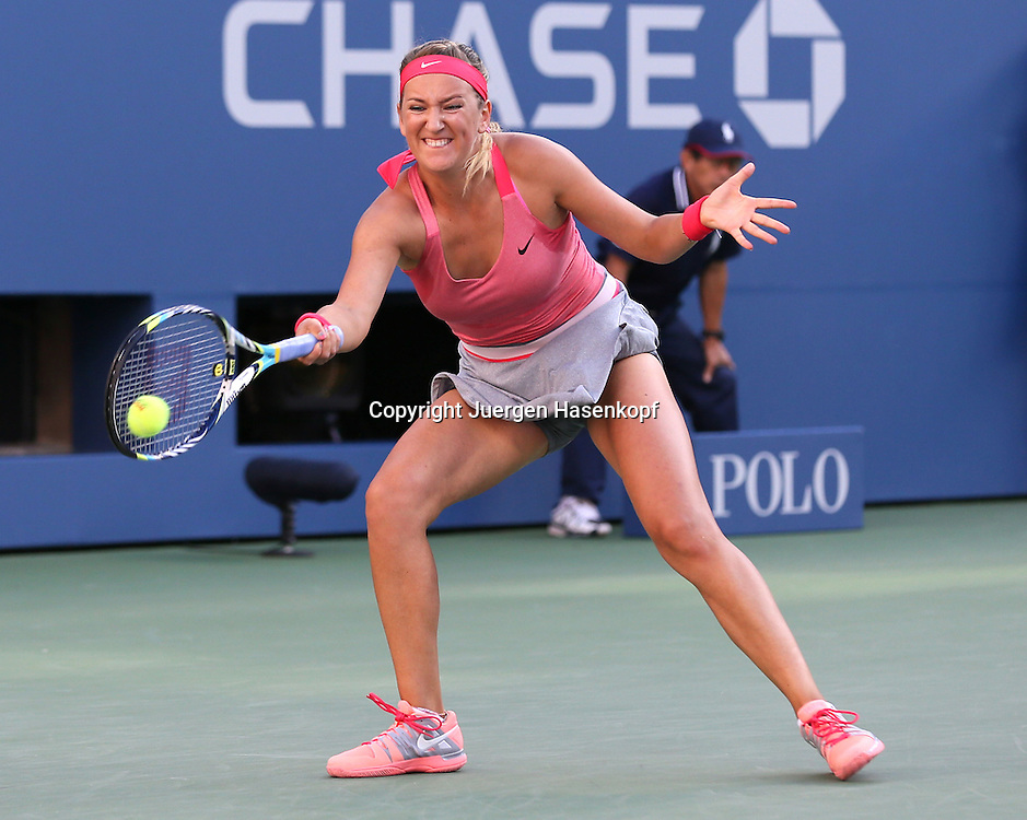 US Open 2013, USTA Billie Jean King National Tennis Center, Flushing Meadows, New York,<br /> ITF Grand Slam Tennis Tournament .<br /> Damen Endspiel,Finale,Victoria Azarenka (BLR),<br /> Aktion,Einzelbild,<br /> Ganzkoerper,Querformat,