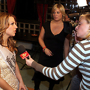 NLD/Hilversum/20080301 - Finale Idols 2008, winnares Nikki word geinterviewd door Danielle Bor van SBS Shownieuws