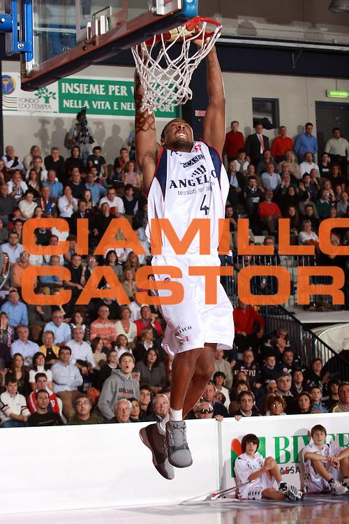 DESCRIZIONE : Biella Lega A1 2007-08 Angelico Biella Legea Scafati<br /> GIOCATORE : Troy Bell<br /> SQUADRA : Angelico Biella<br /> EVENTO : Campionato Lega A1 2007-2008<br /> GARA : Angelico Biella Legea Scafati<br /> DATA : 25/11/2007<br /> CATEGORIA : Schiacciata<br /> SPORT : Pallacanestro<br /> AUTORE : Agenzia Ciamillo-Castoria/S.Ceretti
