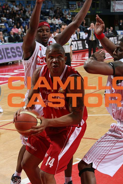 DESCRIZIONE : Pesaro Lega A1 2007-08 Scavolini Spar Pesaro Cimberio Varese<br /> GIOCATORE : Jaime Lloreda<br /> SQUADRA : Cimberio Varese<br /> EVENTO : Campionato Lega A1 2007-2008 <br /> GARA : Scavolini Spar Pesaro Cimberio Varese<br /> DATA : 22/03/2008<br /> CATEGORIA : Penetrazione<br /> SPORT : Pallacanestro <br /> AUTORE : Agenzia Ciamillo-Castoria/M.Marchi<br /> Galleria : Lega Basket A1 2007-2008<br /> Fotonotizia : Pesaro Campionato Italiano Lega A1 2007-2008 Scavolini Spar Pesaro Cimberio Varese<br /> Predefinita :