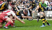 Wycombe, GREAT BRITAIN, Wasps', Raphael IBANIZ, touches down for a second half tryduring the Guinness Premiership game, London Wasps vs Gloucester Rugby, Sun. 04.05.2008 [Mandatory Credit Peter Spurrier/Intersport Images]
