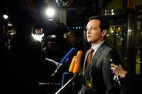 03 NOV 2005, BERLIN/GERMANY:<br /> Heiko Maas, SPD, Landesvorsitzender Saarland, im Gespraech mit Journalisten, vor Beginn der Sitzung des SPD Parteivorstand und der Nominierung eines neuen SPD Praesidiums, Willy-Brandt-Haus<br /> IMAGE: 20051102-01-043<br /> KEYWORDS: Journalist, Mikrofon, microphone, Kamera, Camera,
