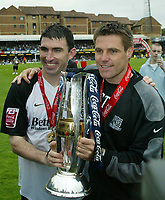 Photo: Chris Ratcliffe.<br />Southend United v Bristol City. Coca Cola League 1. 06/05/2006.<br />Manager Steve Tillson and captain Kevin Maher of Southend United celebrate with the cup.