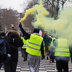 Manifestation autorisée se rendant place de la République à Paris dans le cadre de l'acte 12 des manifestations de gilets jaunes le 2 février 2019.  Dispositif de sécurisation constitué de forces de police et de gendarmerie (Escadrons de Gendarmerie Mobile et Compagnies Républicaines de Sécurité).