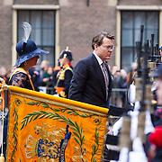 NLD/Den Haag/20130917 -  Prinsjesdag 2013, Prins Constantijn en prinses Laurentien lopen langs het vaandel