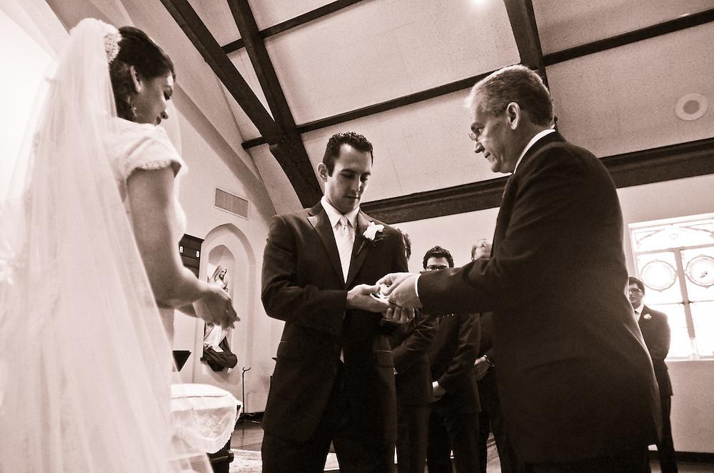 10/9/11 5:12:12 PM -- Zarines Negron and Abelardo Mendez III wedding Sunday, October 9, 2011. Photo©Mark Sobhani Photography