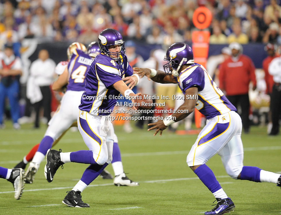 Minnesota Vikings quarterback Brett Favre #4 (L) hands the ball off to running back Adrian Peterson #28 (R) in the 1st quarter during the Vikings 27-24 victory over the San Francisco 49ers at the Metrodome in Minneapolis, MN on September 27, 2009.