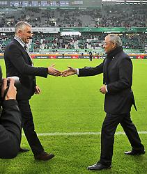 19.11.2011, Volkswagen Arena, Wolfsburg, GER, 1.FBL, VFL Wolfsburg vs Hannover 96, im Bild Begrüssung vorm Spiel. Han96 Trainer Mirco Slomka li. und VfL Trainer Felix Magath. // during the match from GER, 1.FBL,VFL Wolfsburg vs Hannover 96 on 2011/11/19, Volkswagen Arena, Wolfsburg, Germany..EXPA Pictures © 2011, PhotoCredit: EXPA/ nph/ Rust..***** ATTENTION - OUT OF GER, CRO *****