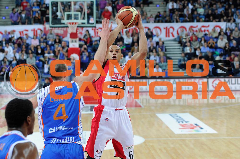 DESCRIZIONE : Pesaro Lega A 2010-11 Scavolini Siviglia Pesaro Enel Brindisi<br /> GIOCATORE : Guillermo Diaz<br /> SQUADRA : Scavolini Siviglia Pesaro <br /> EVENTO : Campionato Lega A 2010-2011<br /> GARA : Scavolini Siviglia Pesaro Enel Brindisi<br /> DATA : 23/04/2011<br /> CATEGORIA : tiro<br /> SPORT : Pallacanestro<br /> AUTORE : Agenzia Ciamillo-Castoria/C.De Massis<br /> Galleria : Lega Basket A 2010-2011<br /> Fotonotizia : Pesaro Lega A 2010-11 Scavolini Siviglia Pesaro Enel Brindisi<br /> Predefinita :