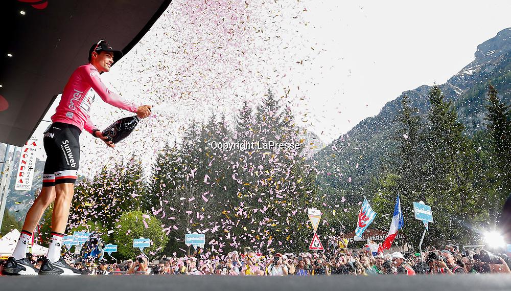 Foto LaPresse - Spada<br /> 24/05/2017 Tirano, Sondrio (Italia)<br /> Sport Ciclismo<br /> Giro d'Italia 2017 - 100a edizione -  Tappa 17 - da Tirano a Canazei (Val di Fassa) -  219 km ( 136 miglia )<br /> Nella foto: DUMOULIN Tom ( NED )( Team Sunweb ) maglia rosa<br /> <br /> Photo LaPresse - Spada<br /> May 24, 2017 Tirano, Sondrio ( Italy ) <br /> Sport Cycling<br /> Giro d'Italia 2017 - 100th edition -  Stage 17  - Tirano to Canazei (Val di Fassa) - 219 km ( 136 miles )<br /> In the pic: DUMOULIN Tom ( NED )( Team Sunweb ) pink jersey