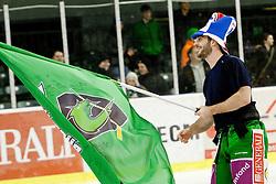 Scott Hotham (HDD Tilia Olimpija, #5) as man of the match greets fans during ice-hockey match between HDD Tilia Olimpija and EHC Liwest Black Wings Linz in 51st Round of EBEL league, on Februar 5, 2012 at Hala Tivoli, Ljubljana, Slovenia. (Photo By Matic Klansek Velej / Sportida)