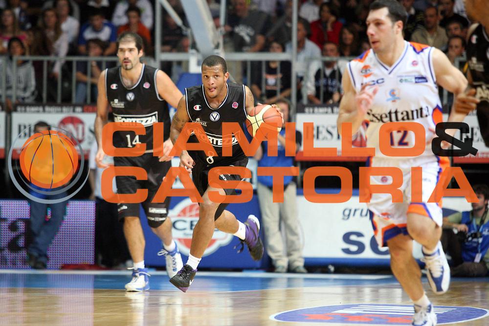 DESCRIZIONE : Cantu Lega A1 2007-08 Tisettanta Cantu La Fortezza Bologna<br /> GIOCATORE : Will Conroy<br /> SQUADRA : La Fortezza Bologna<br /> EVENTO : Campionato Lega A1 2007-2008<br /> GARA : Tisettanta Cantu La Fortezza Bologna<br /> DATA : 14/10/2007<br /> CATEGORIA : Palleggio<br /> SPORT : Pallacanestro<br /> AUTORE : Agenzia Ciamillo-Castoria/S.Ceretti