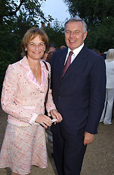 MR & MRS SIMON KESWICK at the annual Cartier Flower Show Diner held at The Physics Garden, Chelsea, London on 23rd May 2005.<br /><br />NON EXCLUSIVE - WORLD RIGHTS