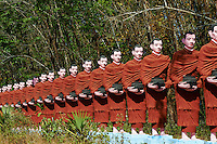 Myanmar (ex Birmanie), Province de Mon, environs de  Mawlamyine (Moulmein), Win Sein Taw Ya, Bouddha couche // Myanmar (Burma), Mon state, around Mawlamyine (Moulmein), Win Sein Taw Ya, sleeping Buddha