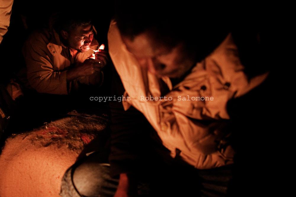 Rosarno, Italia - 19 dicembre 2010. Due immigrati all'interno della loro casa priva di elettricità a Rosarno..Ph. Roberto Salomone Ag. Controluce.ITALY - Two immigrants inside their home without electricity in Rosarno on December 19, 2010.