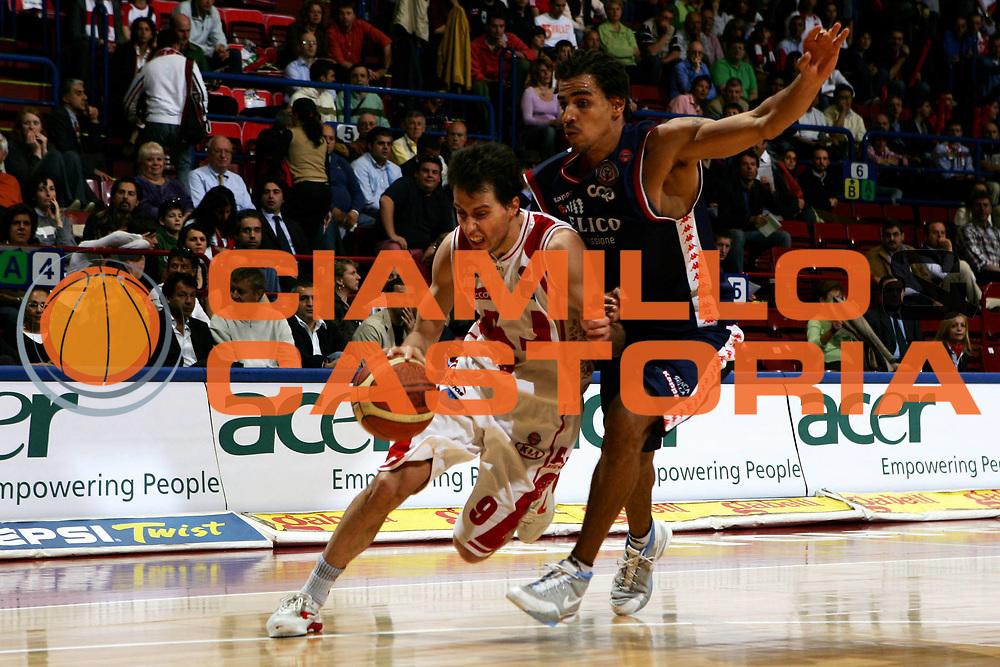 DESCRIZIONE : Milano Lega A1 2005-06 Armani Jeans Olimpia Milano Angelico Biella<br /> GIOCATORE : Bulleri<br /> SQUADRA : Armani Jeans Olimpia Milano<br /> EVENTO : Campionato Lega A1 2005-2006<br /> GARA : Armani Jeans Olimpia Milano Angelico Biella<br /> DATA : 12/05/2006<br /> CATEGORIA : Penetrazione<br /> SPORT : Pallacanestro<br /> AUTORE : Agenzia Ciamillo-Castoria/L.Lussoso<br /> Galleria : Lega Basket A1 2005-2006 <br /> Fotonotizia : Milano Campionato Italiano Lega A1 2005-2006 Armani Jeans Olimpia Milano Angelico Biella<br /> Predefinita :