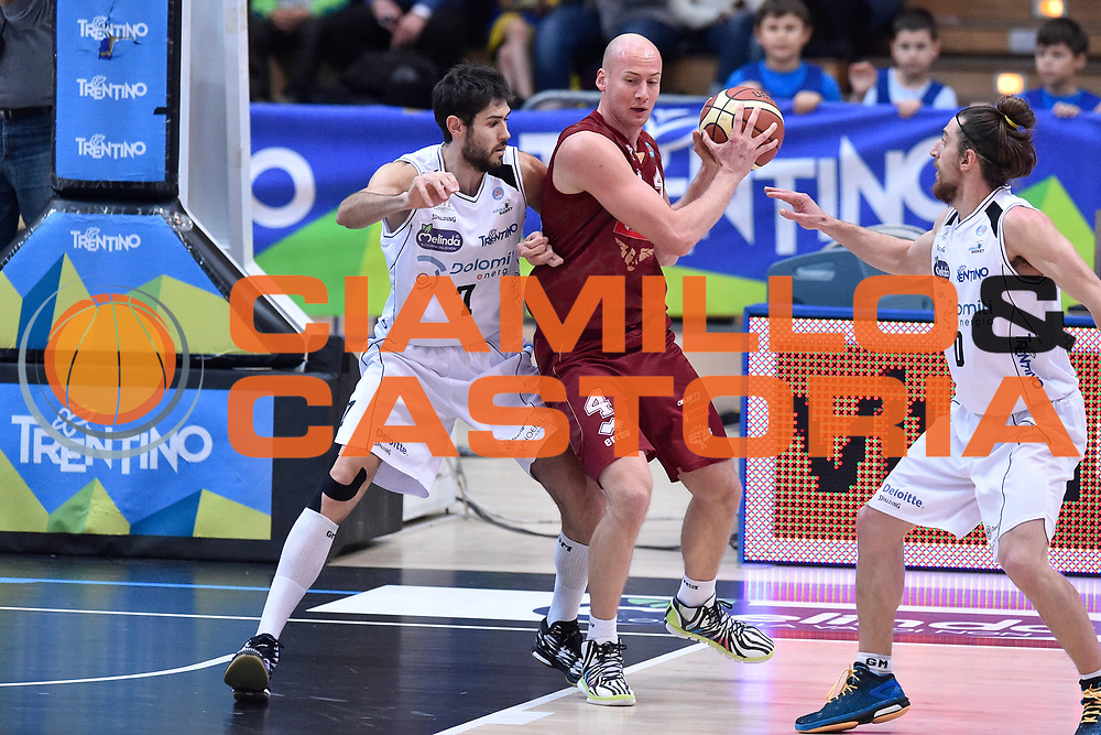 DESCRIZIONE : Campionato 2014/15 Serie A Beko Dolomiti Energia Aquila Trento - Umana Reyer Venezia<br /> GIOCATORE : Hrvoje Peric<br /> CATEGORIA : Palleggio Controcampo Tecnica<br /> SQUADRA : Umana Reyer Venezia<br /> EVENTO : LegaBasket Serie A Beko 2014/2015<br /> GARA : Dolomiti Energia Aquila Trento - Umana Reyer Venezia<br /> DATA : 26/12/2014<br /> SPORT : Pallacanestro <br /> AUTORE : Agenzia Ciamillo-Castoria/GiulioCiamillo<br /> Galleria : LegaBasket Serie A Beko 2014/2015