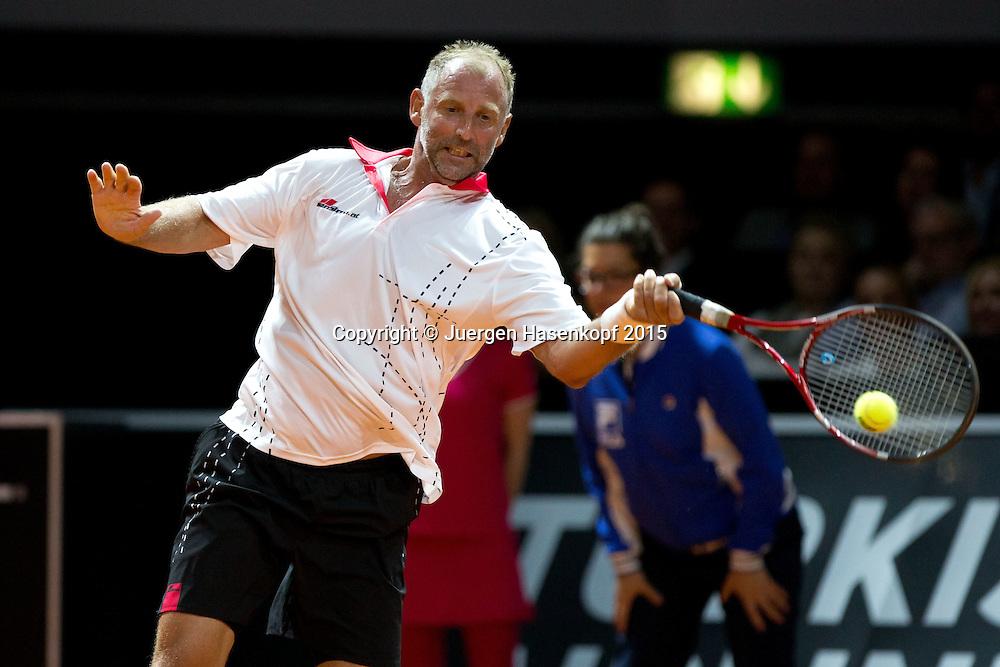Schaukampf Andre Agassi und Thomas Muster,<br /> <br /> Tennis - Porsche Grand Prix - WTA -   - Stuttgart -  - Germany  - 20 April 2015. <br /> &copy; Juergen Hasenkopf