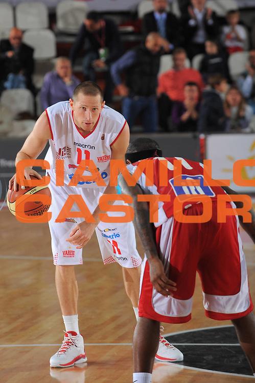 DESCRIZIONE : Varese Lega A 2010-11 Cimberio Varese Scavolini Siviglia Pesaro<br /> GIOCATORE : Jobey Thomas<br /> SQUADRA : Cimberio Varese<br /> EVENTO : Campionato Lega A 2010-2011<br /> GARA : Cimberio Varese Scavolini Siviglia Pesaro<br /> DATA : 17/10/2010<br /> CATEGORIA : Palleggio<br /> SPORT : Pallacanestro<br /> AUTORE : Agenzia Ciamillo-Castoria/A.Dealberto<br /> Galleria : Lega Basket A 2010-2011<br /> Fotonotizia : Varese Lega A 2010-11 Cimberio Varese Scavolini Siviglia Pesaro<br /> Predefinita :
