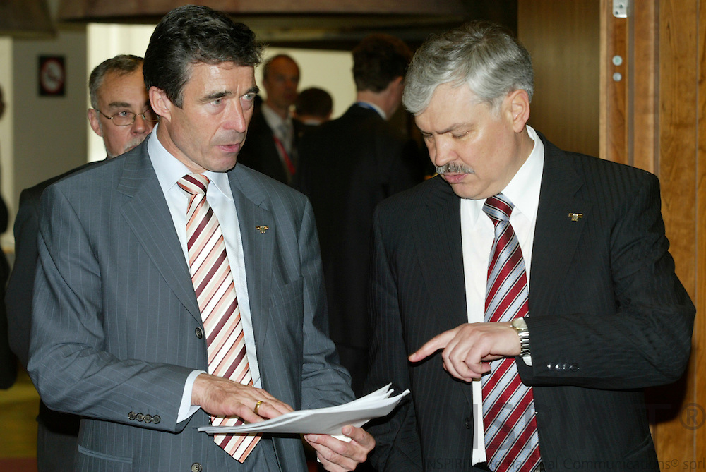 BRUSSELS - BELGIUM - 16 JUNE 2006 -- EU SUMMIT -- Anders FOGH RASMUSSEN (L) the Danish Prime Minister speaks with Lithuania's Prime Minister Zigmantas BALCYTIS.  PHOTO: ERIK LUNTANG /