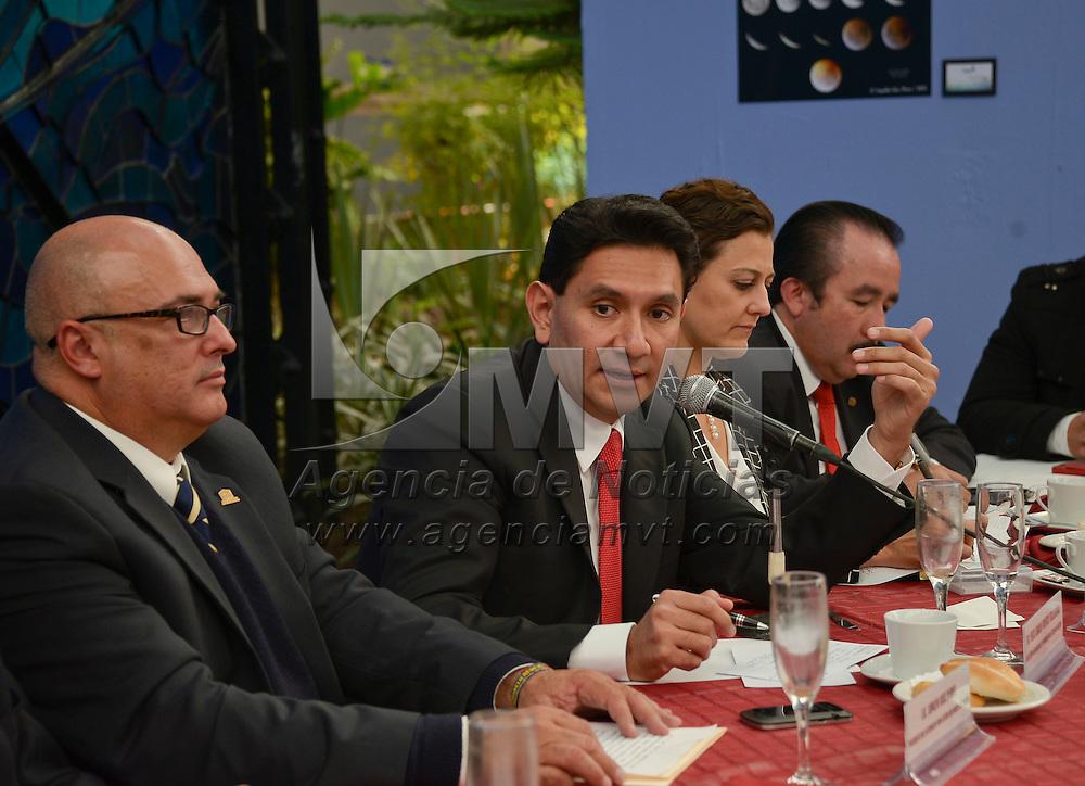 Toluca, México.- Félix Adrián Fuentes Villalobos, Secretario de Desarrollo Económico sostuvo una reunión con integrantes de CANACO, COPARMEX y CANACINTRA  en el Jardín Botánico Cosmovitral. Agencia MVT / Crisanta Espinosa
