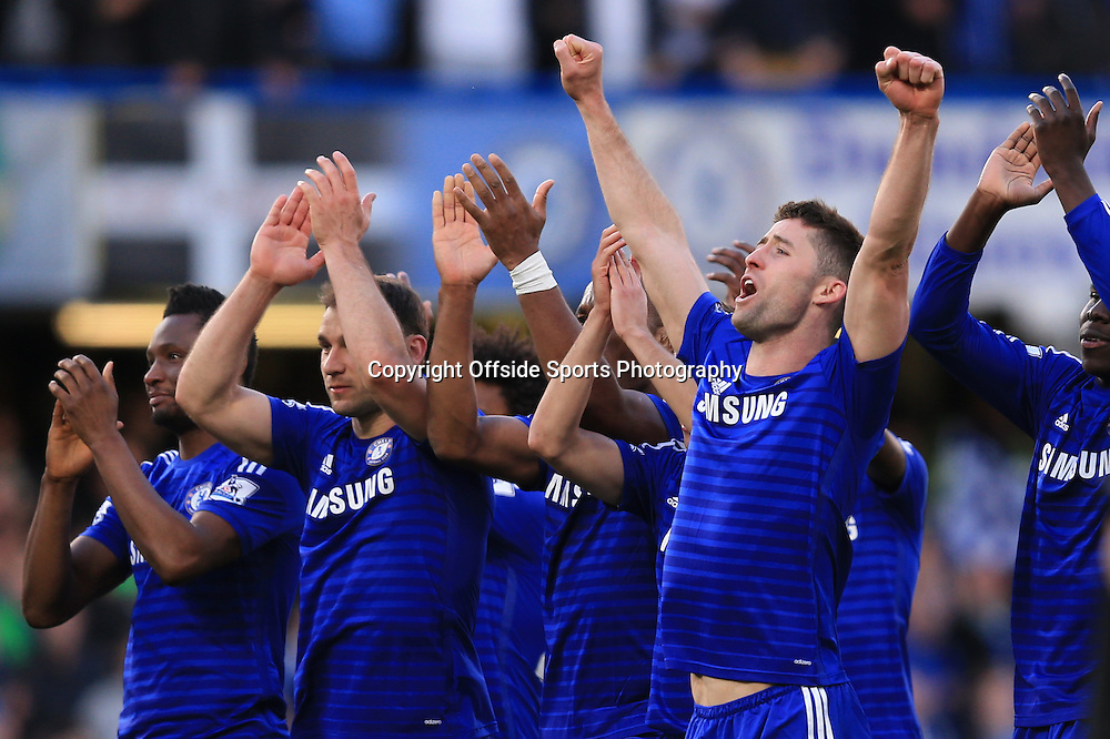 18 April 2015 - Barclays Premier League - Chelsea v Manchester United - The Chelsea squad celebrate the win at full time - Photo: Marc Atkins / Offside.