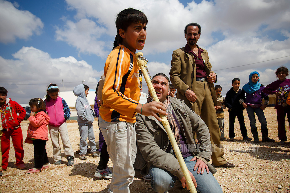 Syrian refguee portraying King Lear, performs as Nawar Balbal watches during rehersals in Zaatari Refugee Camp on March 15, 2014 in Al Mafraq, Jordan. (Warrick Page/Reportage by Getty Images for Le Monde)