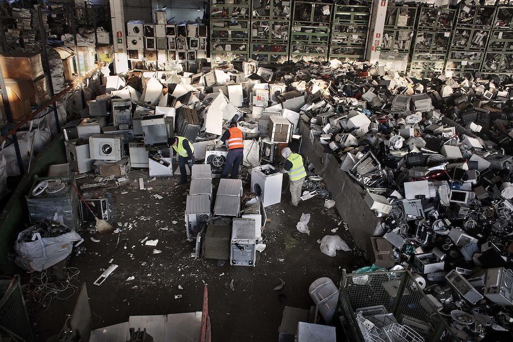 Deposito elettrodomestici in disuso<br /> <br /> Luggage scrapped appliances